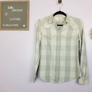 Levis Button Down with Chest Pockets in Grey Plaid